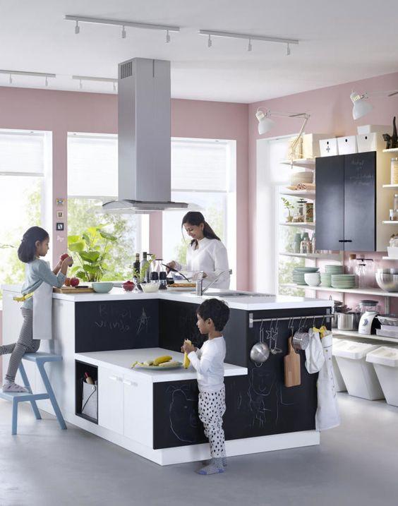 Cuisine Montessori friendly pour partager la préparation des repas en famille