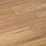 Un parquet stratifié couleur bois naturel pour réchauffer l'ambiance