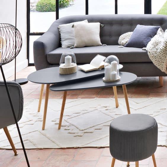 Un salon familial et sans danger avec des tables arrondies Atmosphera