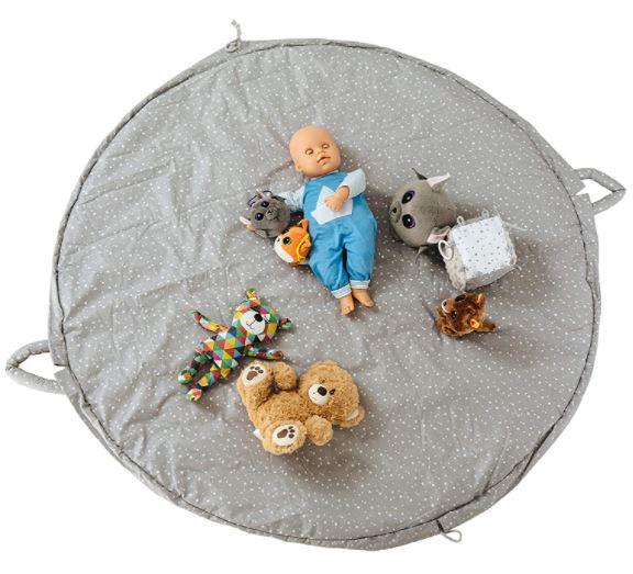 Un tapis de jeux Montessori rétractable pour tout ranger en un tour de main