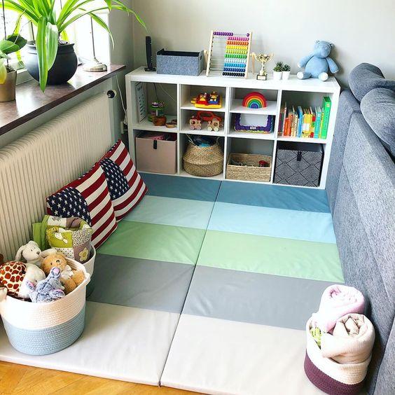 Espace jeu dédié enfant dans un salon Montessori