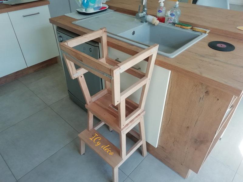 La tour d'observation Montessori indispensable en cuisine | ICy déco