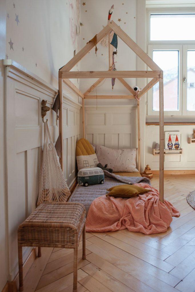Joli lit cabane dans une chambre Boho chic par Mini Und Stil