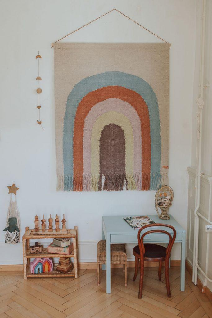 Un coin activité dans une chambre Montessori boho chic   Mini Und Stil