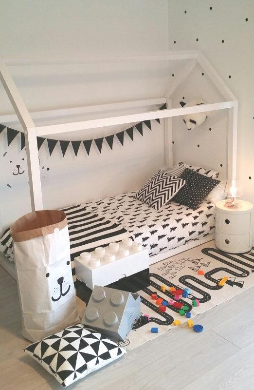 Une chambre Montessori black and white, par Deco & Kids